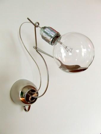 Mok lamp aan de muur