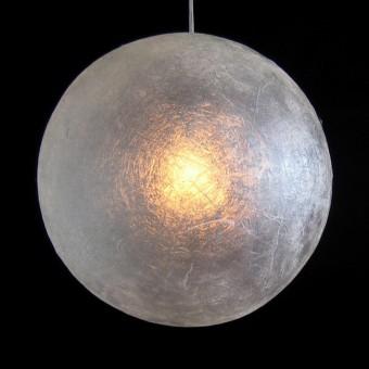 Maan lamp met dunne wand, lamp aan.